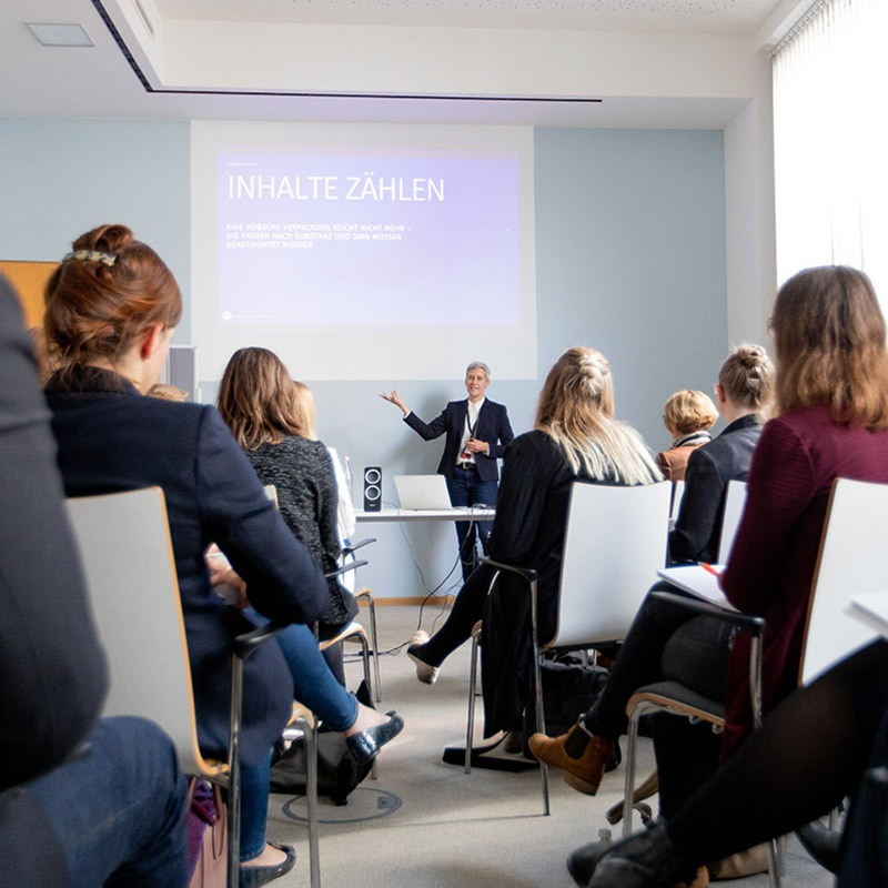 Mit dem Quadriga Forum bietet Quadriga auf 1200m² eine der stilvollsten Locations für Businessveranstaltungen, Seminare und Konferenzen